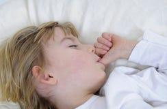 Schlaf des kleinen Mädchens Stockfotografie