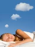 Schlaf mit Traumgedankenluftblase Lizenzfreie Stockfotos