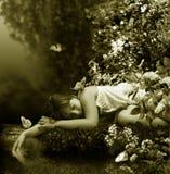 Schlaf nahe durch Nebenfluss Stockbild