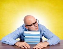 Schlafen auf Büchern Lizenzfreies Stockbild