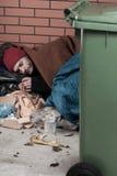 Schlafen auf der Straße stockfotografie