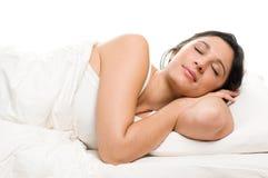 Schlafen der jungen Frau stockbilder