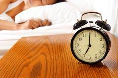 Schlafen der schwarzen Frau stockfotos