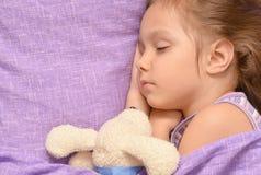 Schlafen des kleinen Mädchens Lizenzfreie Stockfotografie