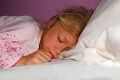 Schlafen des kleinen Mädchens Stockfoto