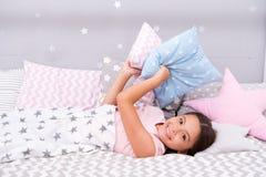 Schlafen Sie so schnell wie möglich ein Schlafen Sie schneller ein und schlafen Sie besser Gesunder Schlaf Süße Träume Glückliche lizenzfreies stockbild