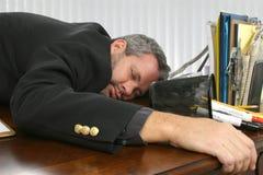 Schlafend auf dem Job stockfotografie