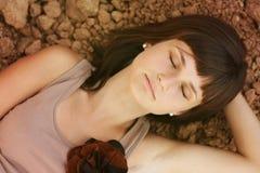 Schlafende Schönheitsfrau Lizenzfreie Stockfotografie