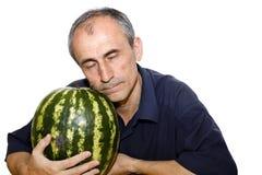 Schlafender Mann mit Wassermelone Stockbild