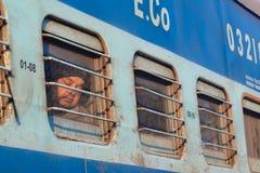 Schlafender Passagier, indische Eisenbahnen, außerhalb Delhis, Indien Stockbilder