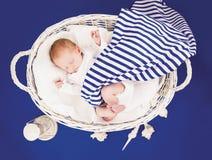 Schlafendes neugeborenes Schätzchen Lizenzfreie Stockfotografie
