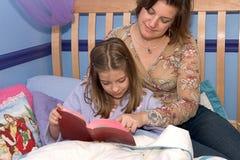 Schlafenszeit-Bibel-Studie 1 Stockbilder