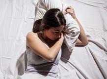 Schlaflose deprimierte Frau der Schlaflosigkeit Stockfotos