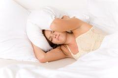 Schlafzimmer - faule aufstehende Frau Stockfotos