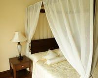 Schlafzimmer im Hotel. Stockbild