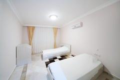 Schlafzimmer in meinem Marine Residence-Wohnkomplex in Alanya Stockbild