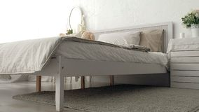 Schlafzimmer meines Traums Spurhaltung den Schuss des eleganten Schlafzimmers in einem stilvollen, klassisch nach Hause entworfen lizenzfreie stockfotos