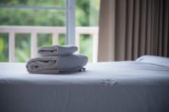 Schlafzimmer und Decke von Luxus im Hotel oder im Haus für Restschlaf O Stockfoto
