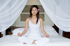 Schlafzimmer-Yoga Stockfotos