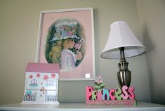 Schlafzimmeraufbereiter des Mädchens Stockbilder