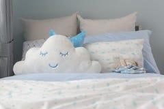 Schlafzimmerdesign des Kindes in der modernen Art stockbilder