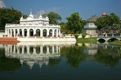 Schlagen Sie die Schmerz Aisawan, rayal Sommerpalast, Thailand Lizenzfreie Stockfotos