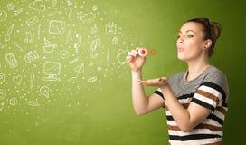 Schlaghand gezeichnete Medienikonen und -symbole des netten Mädchens Lizenzfreies Stockbild