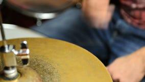 Schlagzeuger bei der Arbeit stock footage