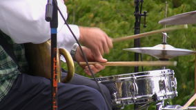Schlagzeugerhände schließen oben stock video