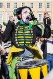 Schlagzeugerpantomime am Feiertag in StPetersburg Lizenzfreies Stockfoto