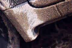 Schlamm auf Fahrzeugschalthebelpanel stockfotografie