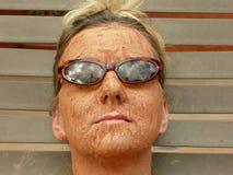 Schlamm-Gesicht u. Gläser Stockfotografie