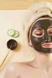 Schlamm-Schablone auf dem Gesicht. Badekurort. Stockfoto