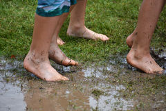 Schlammige Füße stockbilder