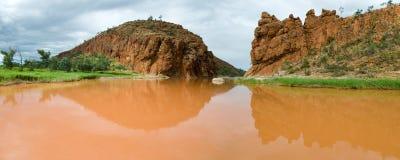 Schlammiger Fluss nach Niederschlag, Australien Stockbild