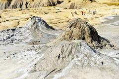 Schlammvulkane, die im Sommer ausbrechen lizenzfreies stockfoto