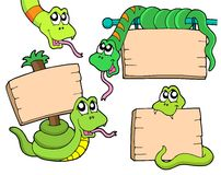 Schlangen mit hölzernen Zeichen Stockfotos