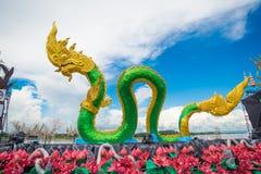 Schlangen- oder Nagastatue in Nongkhai Thailand stockfotos