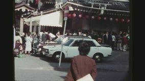 Schlangestehen am Kabuki-Theater stock video