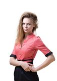 Schlanke angenehme Blondine in einem rosa Kleid Stockfotografie