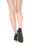Schlanke Beine der attraktiven Frau auf weißem Hintergrund Stockfoto