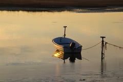 Schlauchboot auf ruhigem Meer Lizenzfreies Stockbild