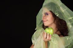 Schlaue Hexe mit dem grünen Apfellächeln Lizenzfreie Stockbilder