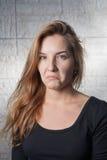 Schlechte Überraschung - recht blonde behaarte Frauen 20s Lizenzfreies Stockfoto