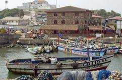 Schlechte afrikanische Fischerdorflandschaft Stockfoto