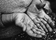 Schlechte erfahrene Arbeiter des obdachlosen Bettlers stockfoto