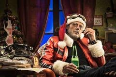 Schlechte Sankt, die ein schlechtes Weihnachten hat Stockfoto