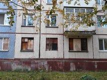 Schlechte Wohnung, die Theorie von zerbrochenen Fensterscheiben Stockbild