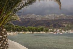Schlechter wheater Tag auf der Küstenlinie von Stobrec-Stadt in Kroatien Stockfotos