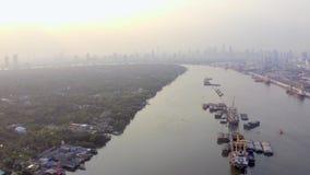 Schlechtes Elendsviertel in Asien stock footage